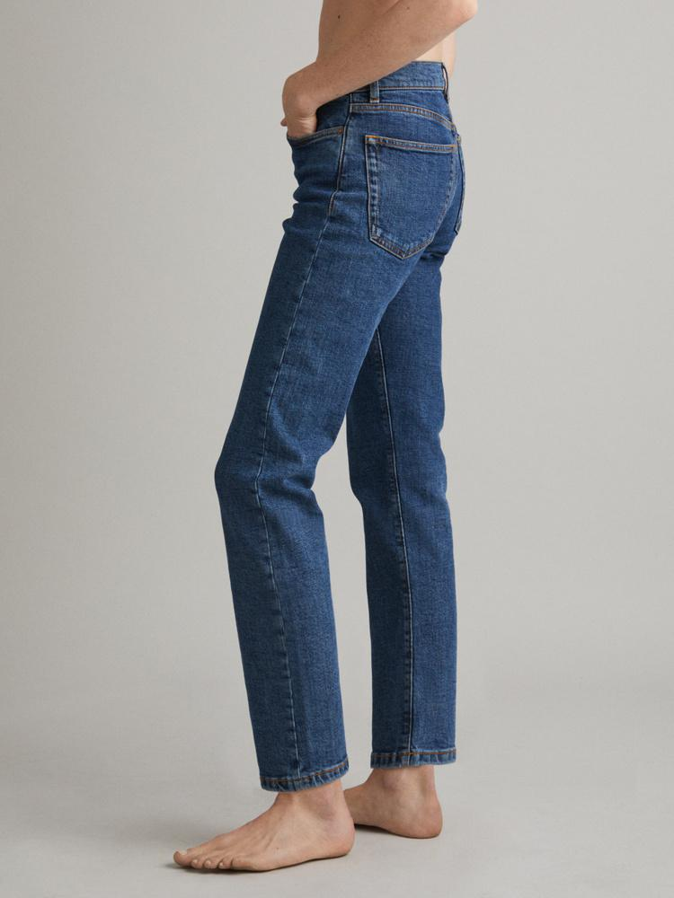 CW002 Classic Jeans 2