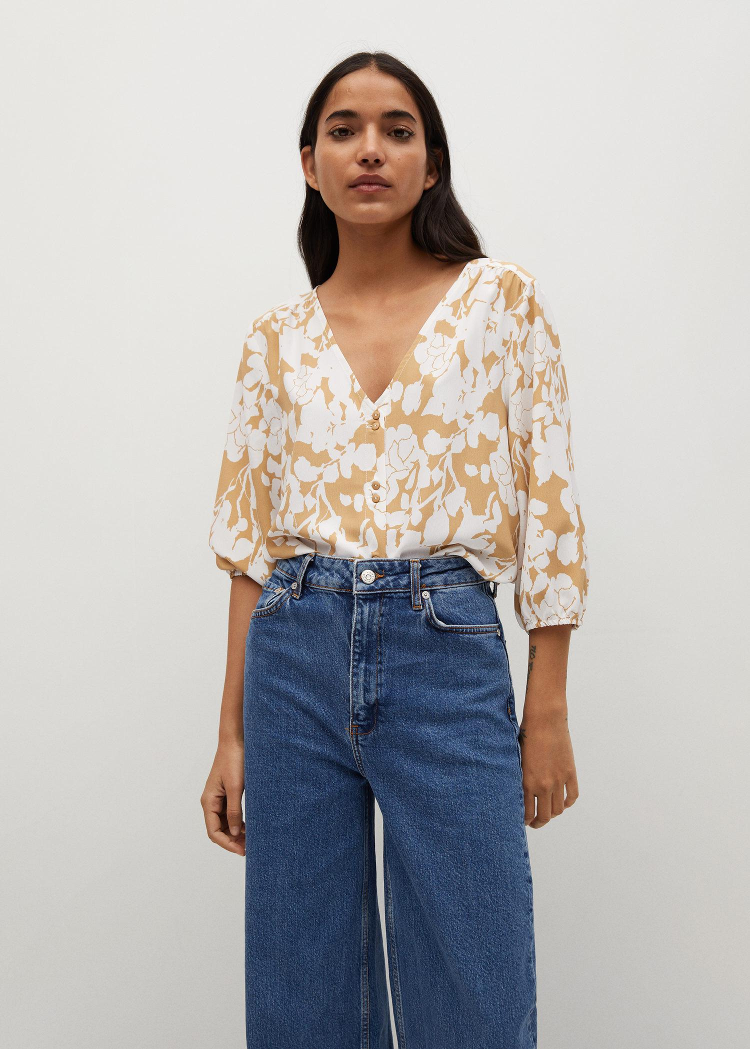 Buttoned flowy blouse 0