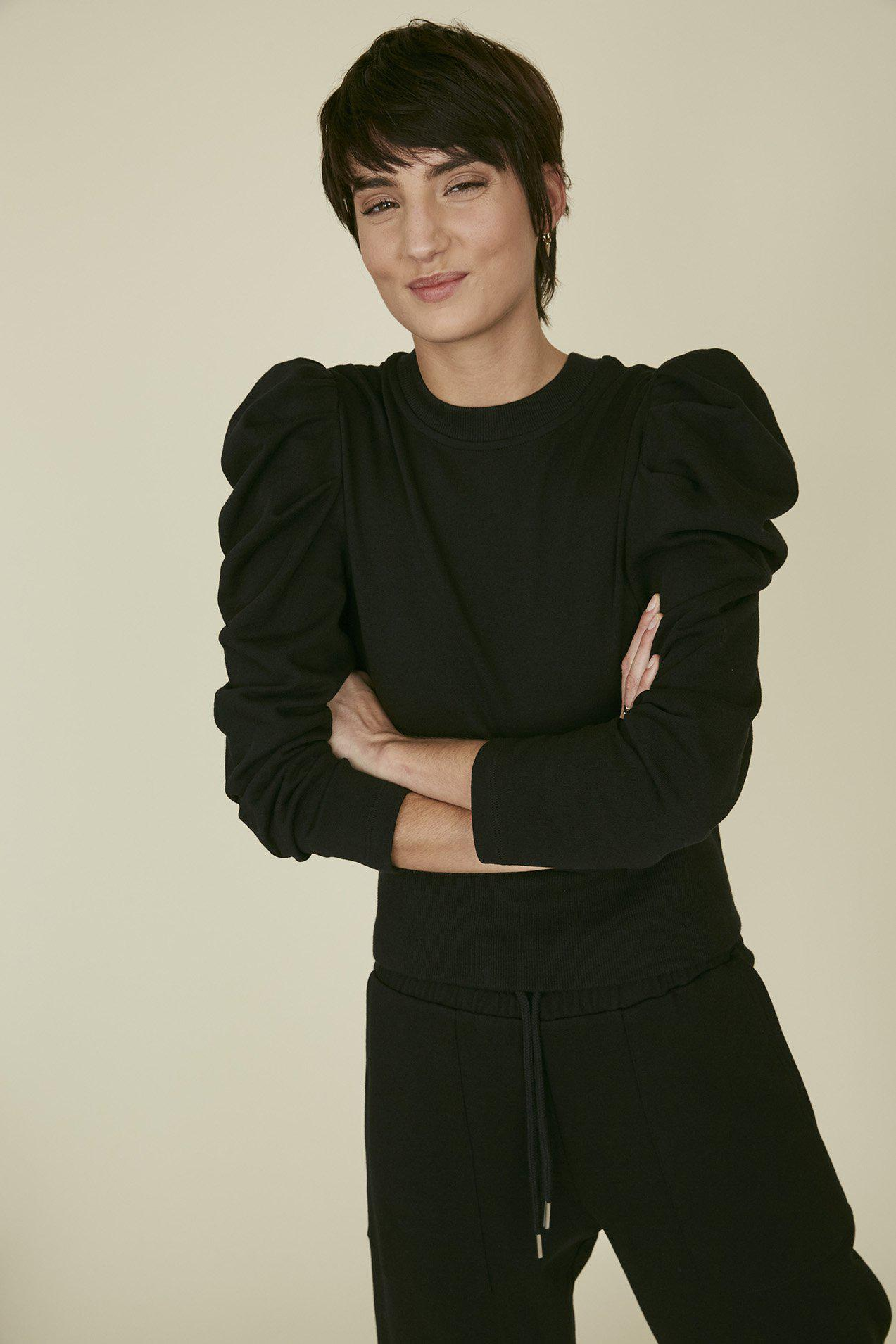 The Just Enough Puff Sweatshirt in Black 3