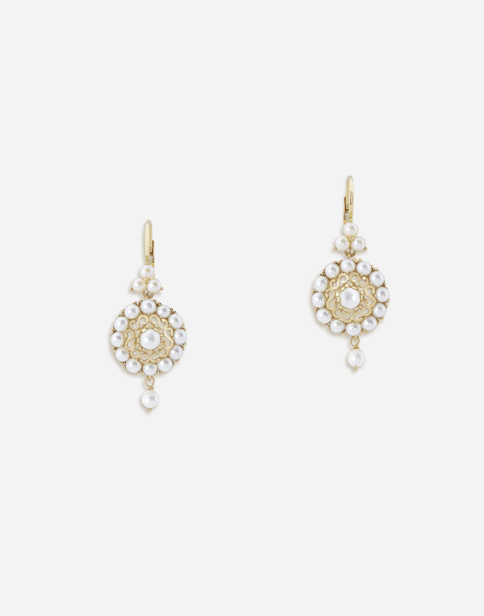 Romance earrings in yellow gold with pearls