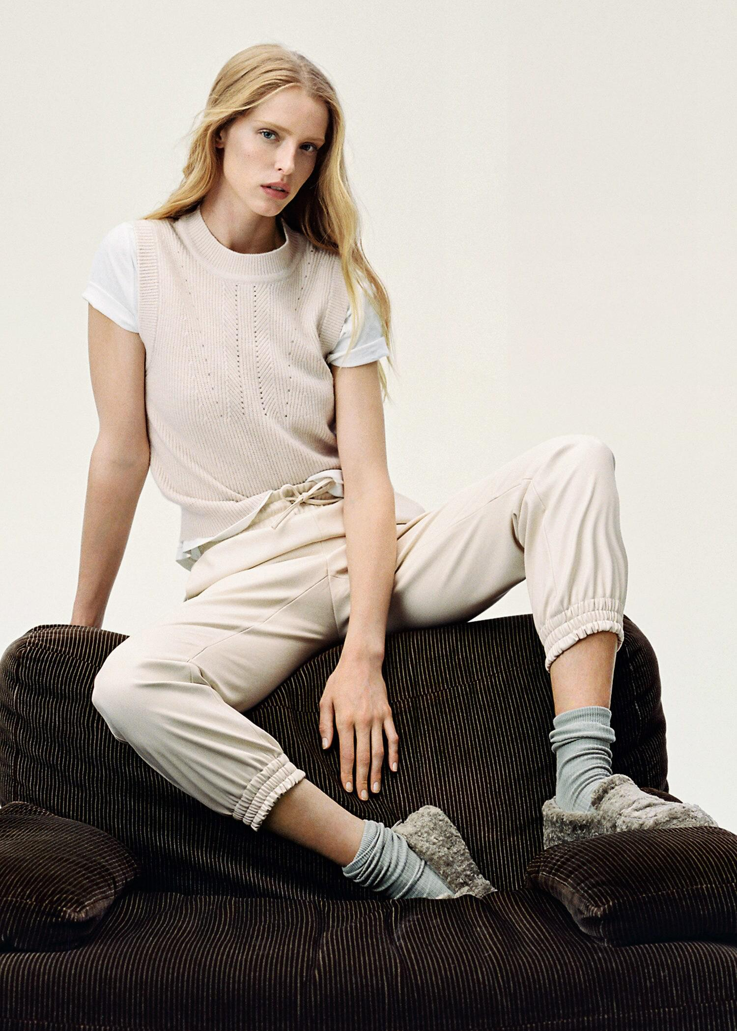 Leather-effect elastic waist trousers 5