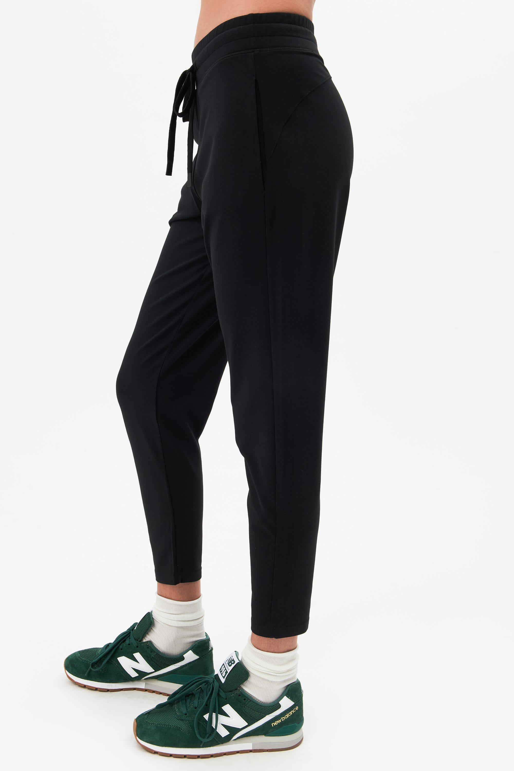 Airweight Jogger - Black 1
