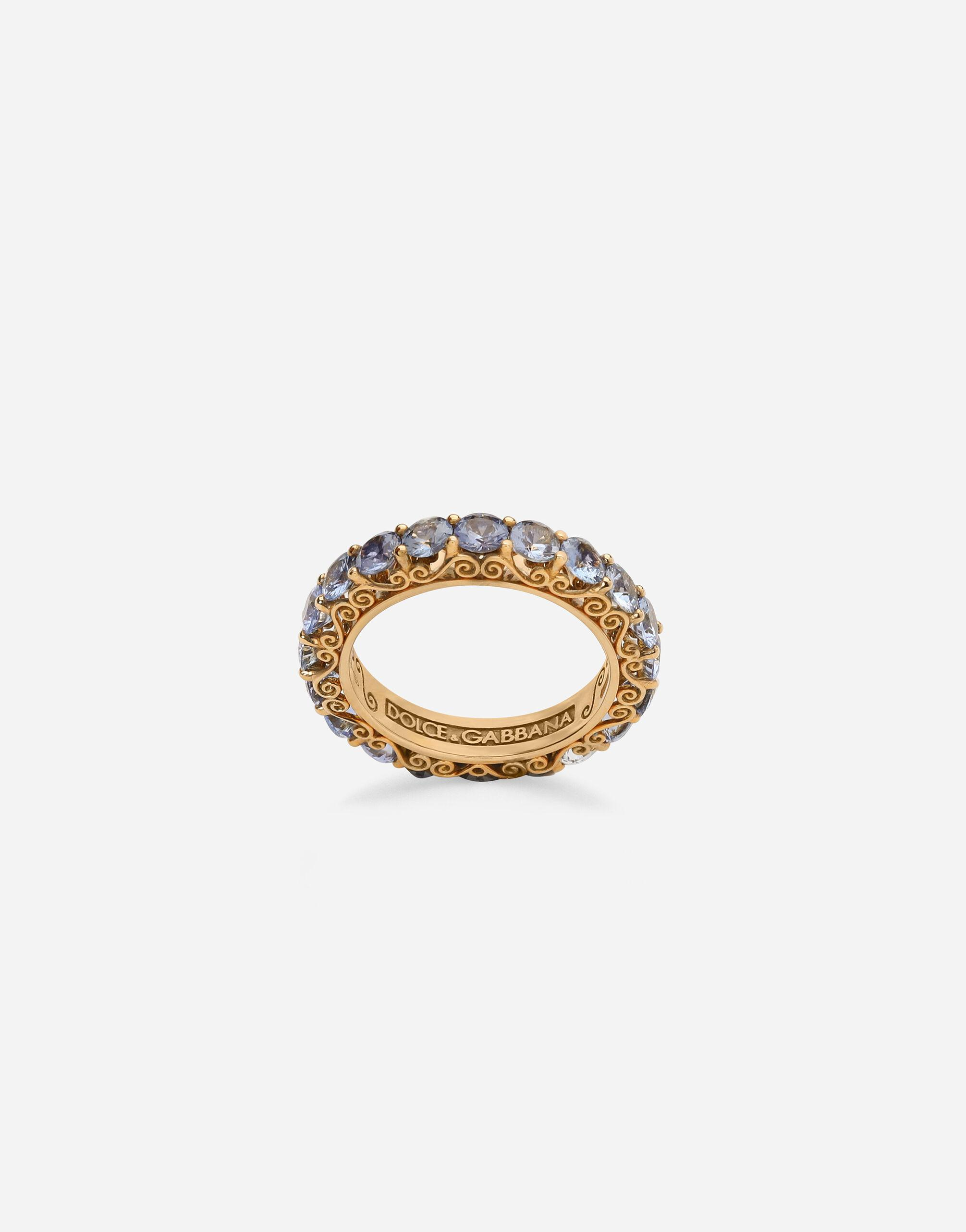 Heritage band ring in yellow 18kt gold with light blue sapphires