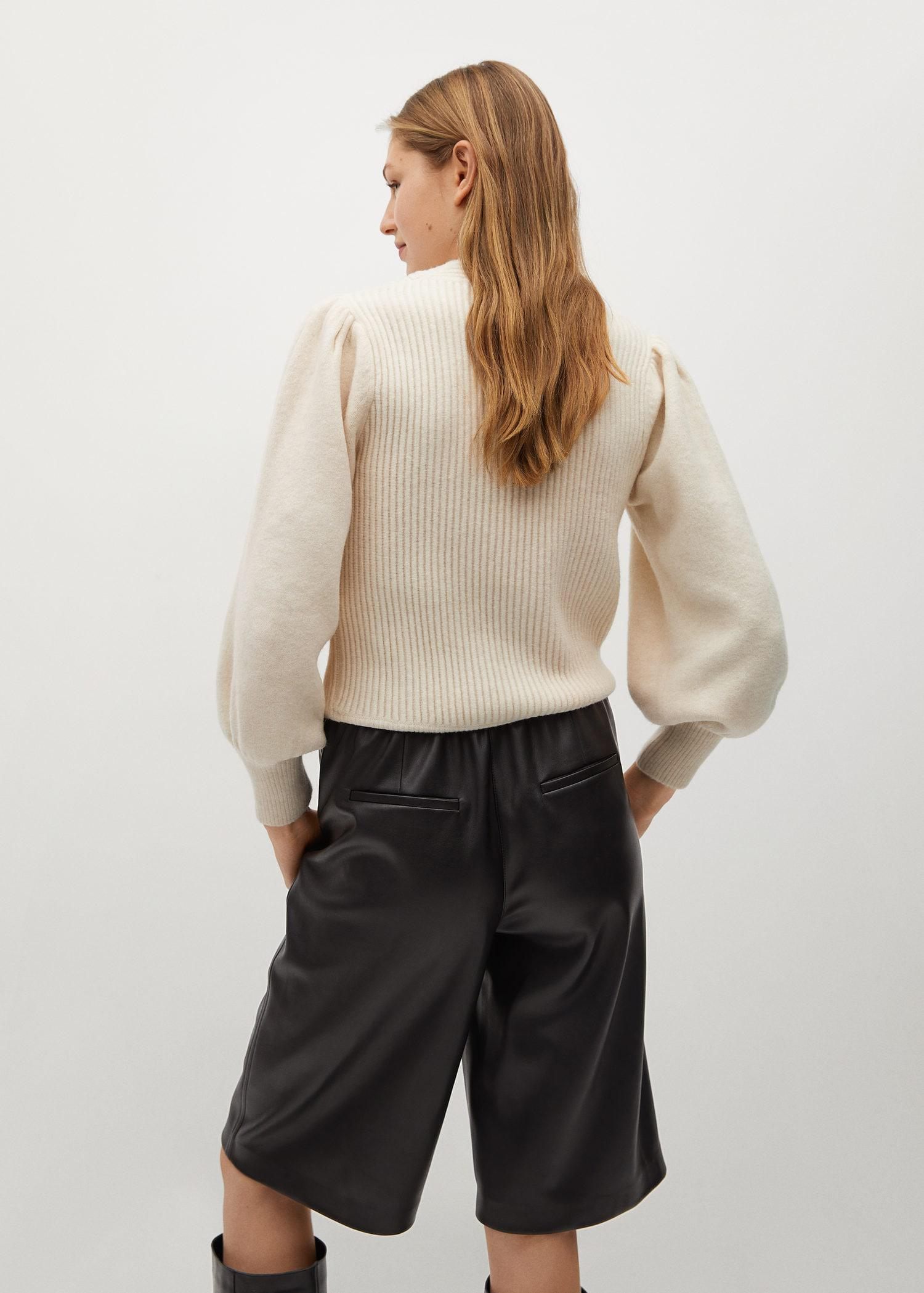 Sweater with puffed sleeves 2