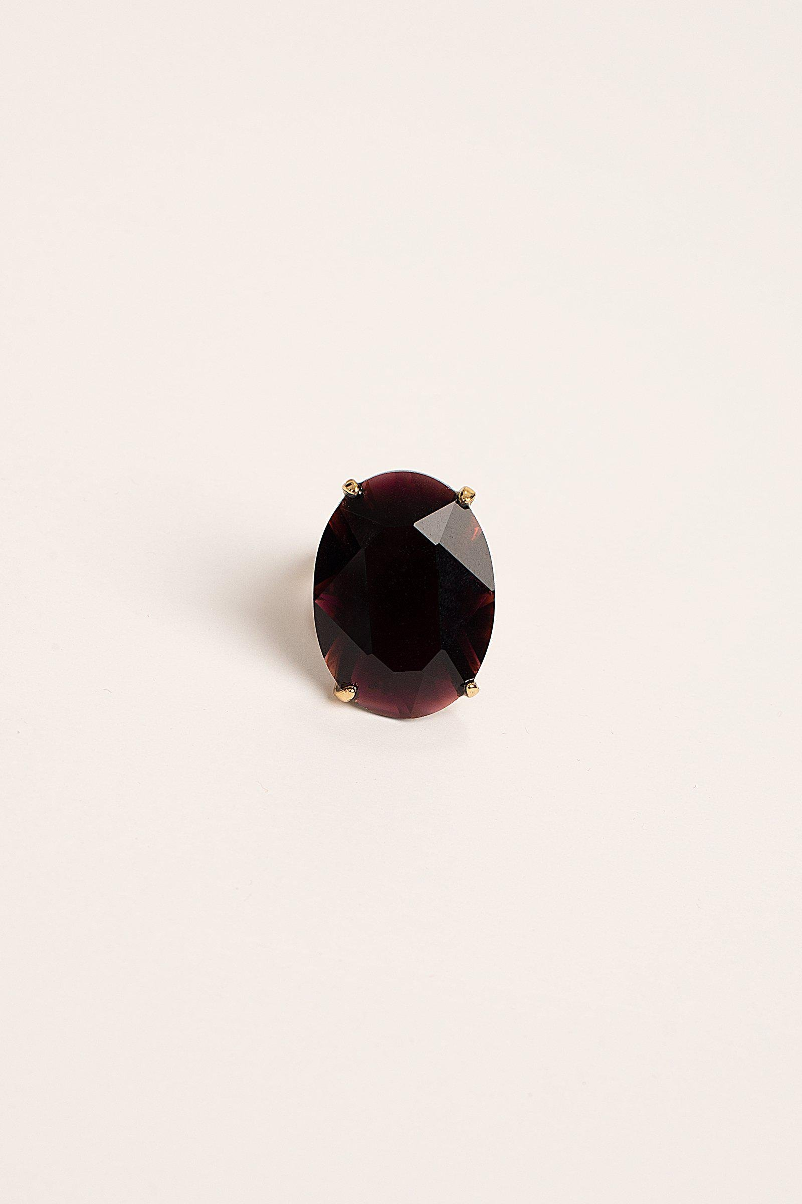 LARGE OVAL STONE RING
