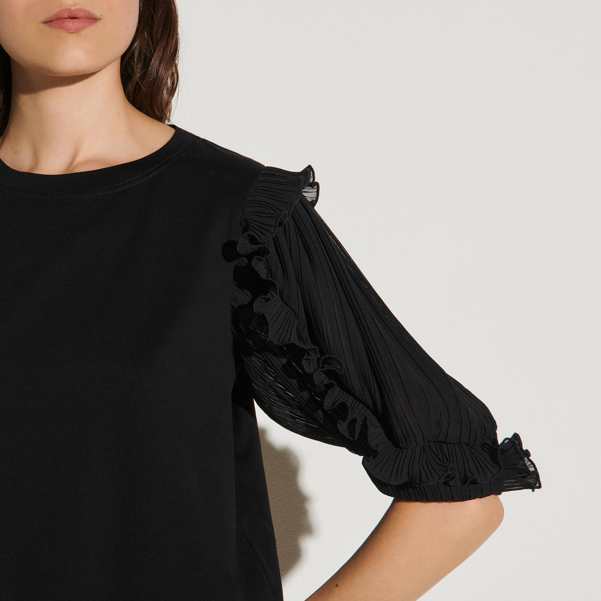 T-shirt with intricate sleeves 4