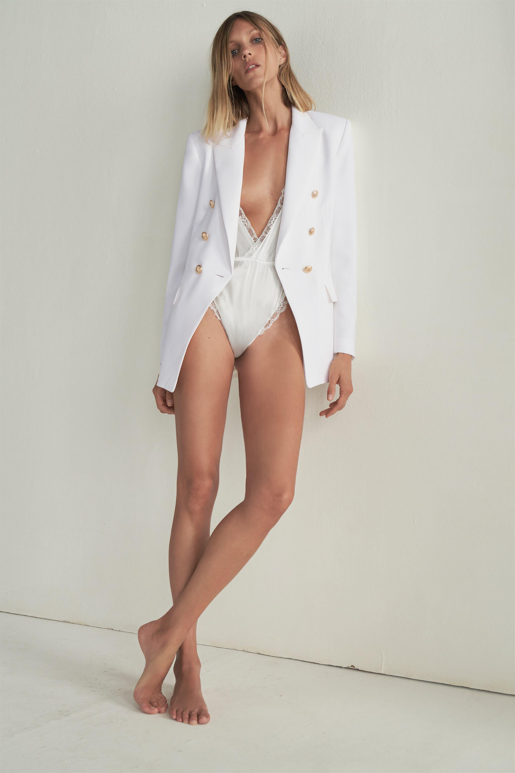 TAILORED BLAZER WITH BUTTONS