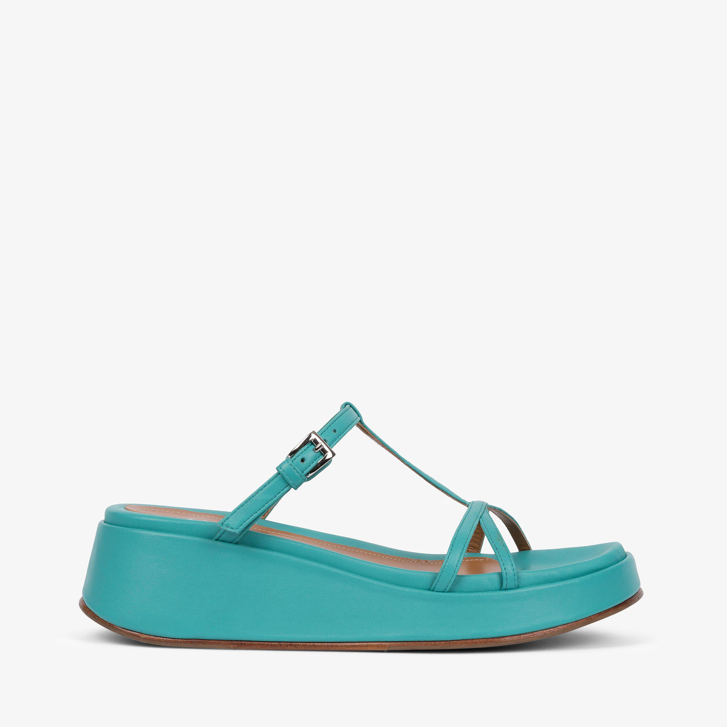 Page Turquoise Nappa