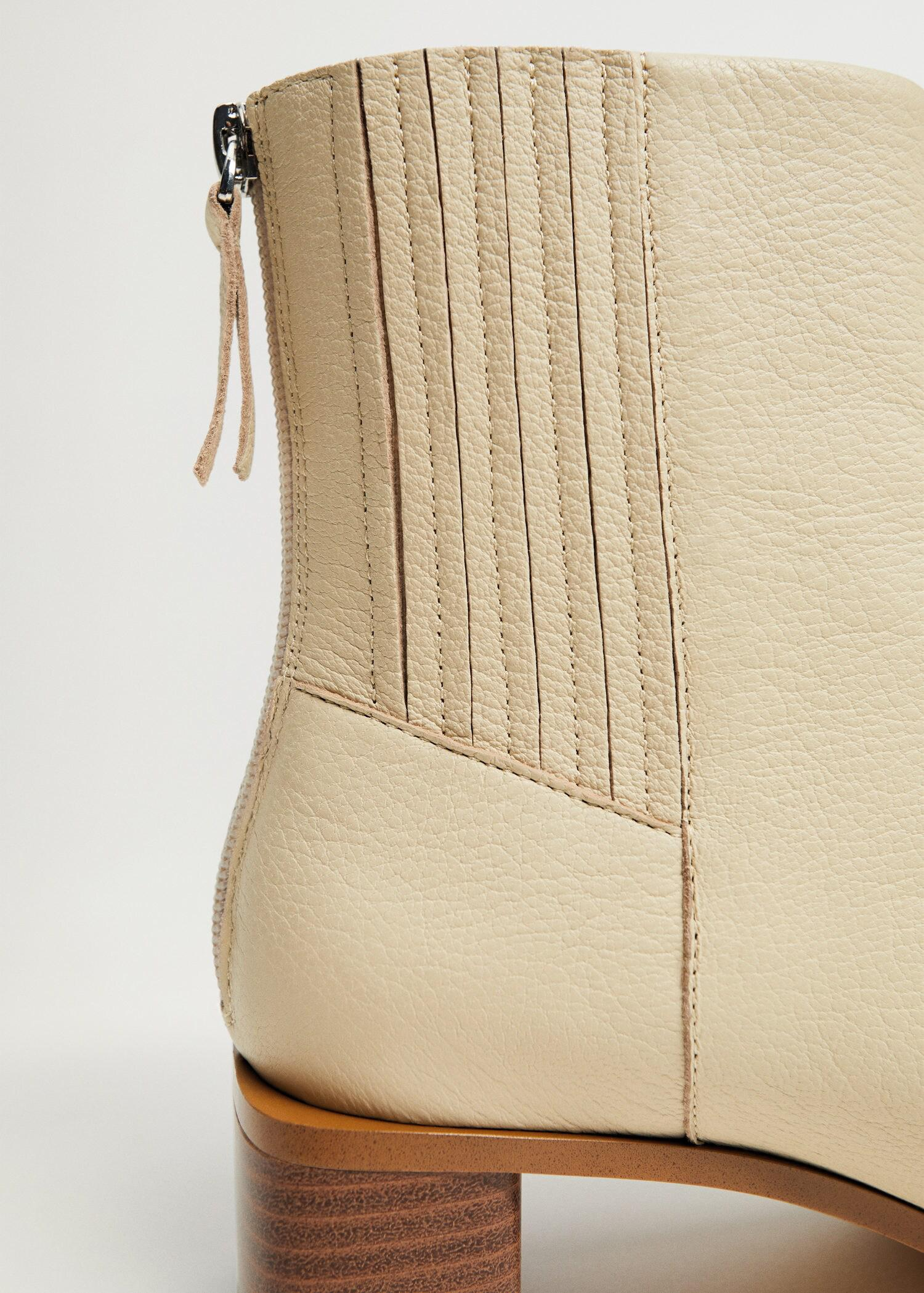 Zipped leather ankle boots 3