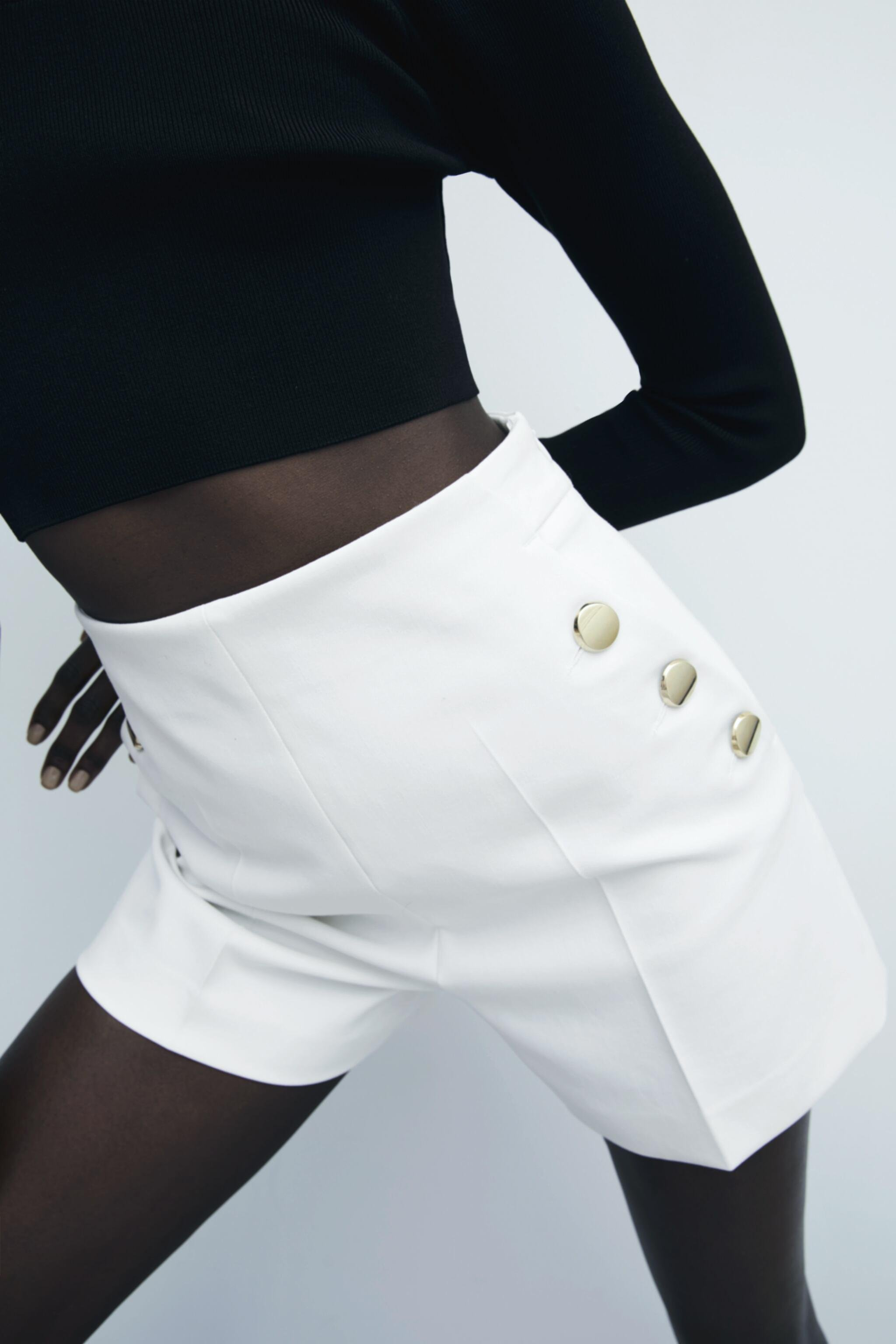 SHORTS WITH BUTTONS 1