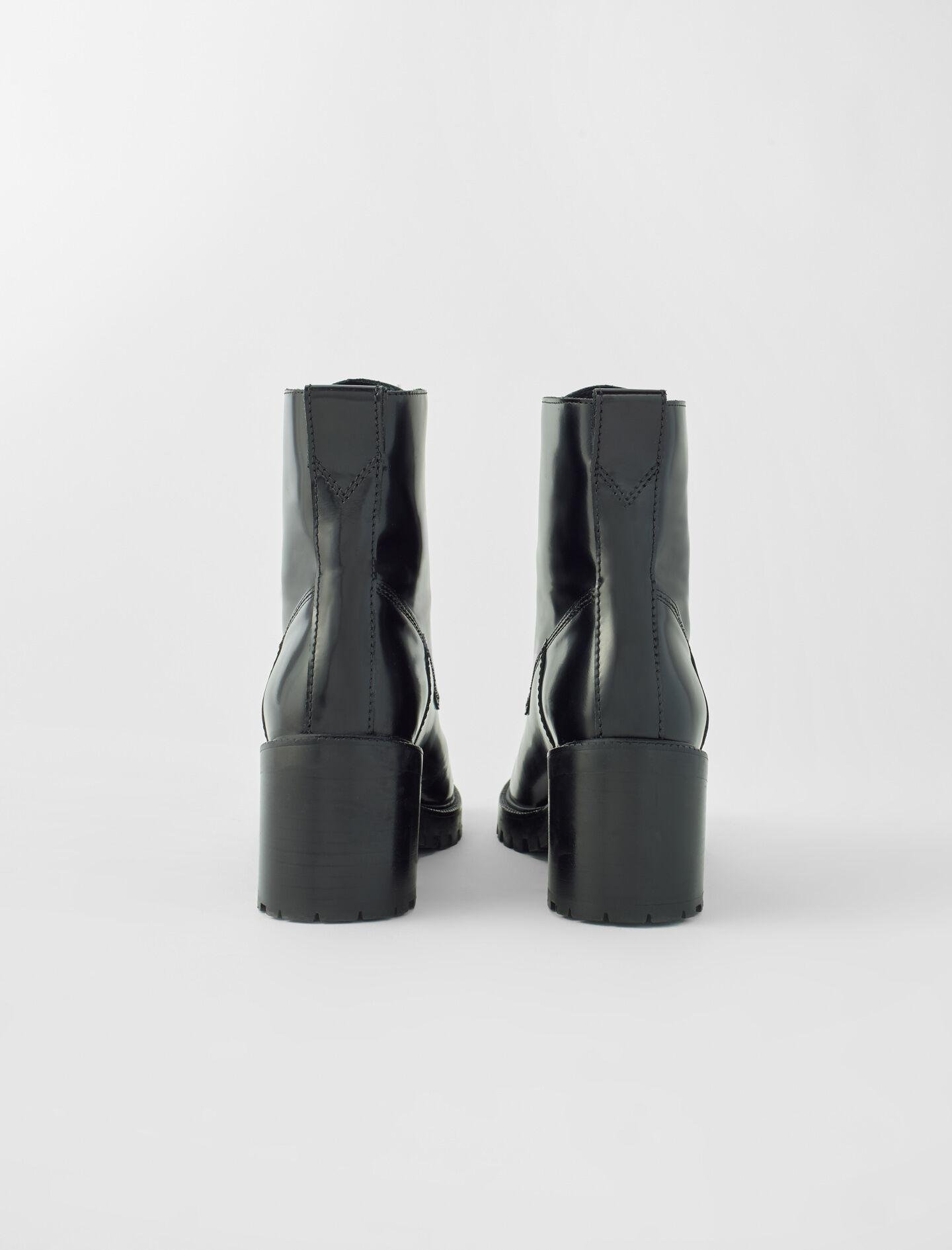 BLACK LEATHER HEELED BOOTS 2